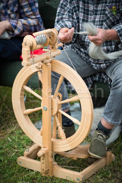 женщину рабочих колесо инструментом текстильной потока Сток-фото © Hochwander