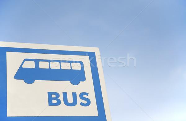 Busz autó buszmegálló felirat kék ég otthon Stock fotó © Hochwander