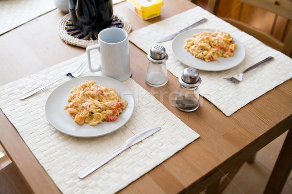 Huevos revueltos placas delicioso desayuno Pareja huevo Foto stock © Hochwander
