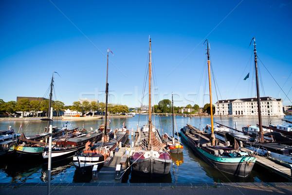 Edad barcos banco canal ciudad barco Foto stock © Hochwander