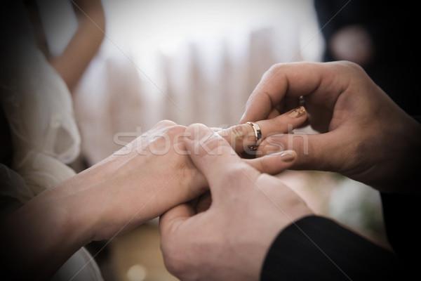 Egy pillanat esküvői ceremónia gyűrű ujj esküvő Stock fotó © Hochwander