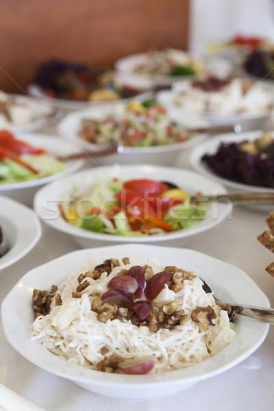 Salade druiven pasta noten tabel vol Stockfoto © Hochwander
