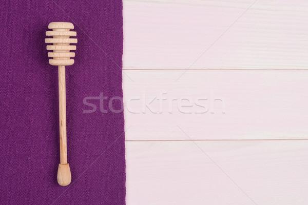 Keukengerei paars handdoek houten keukentafel Stockfoto © homydesign