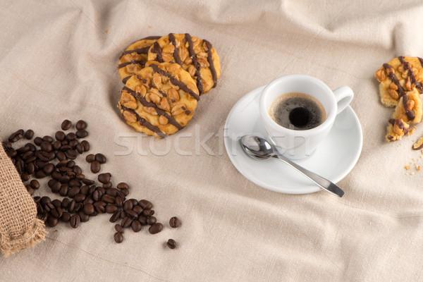 Branco xícara de café café em torno de copo mentiras Foto stock © homydesign