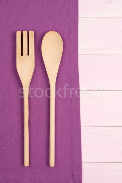 台所用品 紫色 タオル 木製 台所用テーブル ストックフォト © homydesign