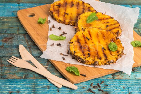 Grelhado ananás fatias mesa de madeira fruto salada Foto stock © homydesign