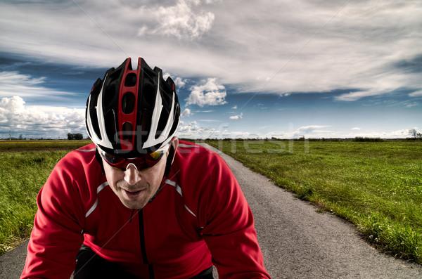 Cycliste route vélo asphalte ciel bleu nuages Photo stock © homydesign