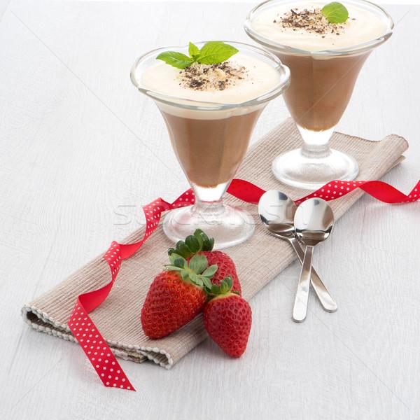 Stock fotó: Csokoládé · hab · eprek · fa · asztal · étel · étterem · zöld
