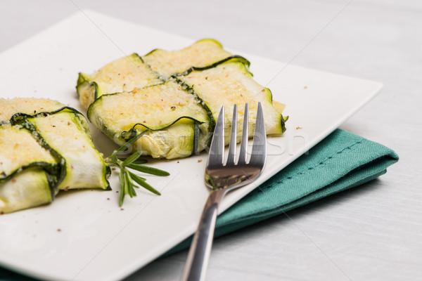 Courgettes tranches viande fromage râpé prêt alimentaire Photo stock © homydesign
