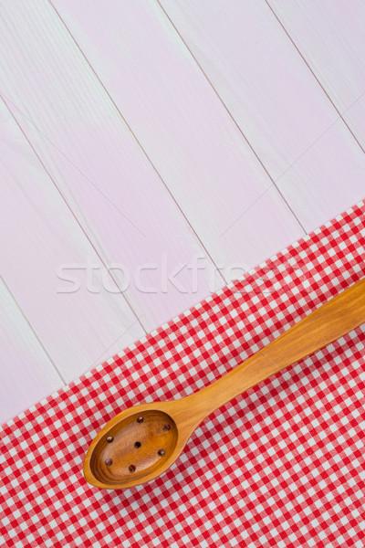 Utensili da cucina rosso asciugamano bianco legno tavolo da cucina Foto d'archivio © homydesign