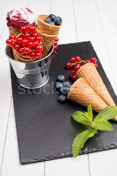 Berry cornet de crème glacée rouge fruits noir alimentaire Photo stock © homydesign