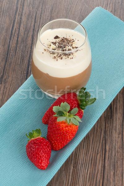 Mus czekoladowy truskawek deser szkła czekolady krem Zdjęcia stock © homydesign
