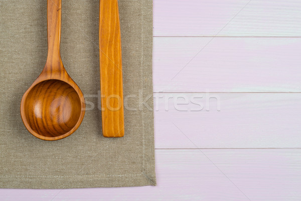 Konyhai felszerelés bézs törölköző fából készült konyhaasztal felülnézet Stock fotó © homydesign