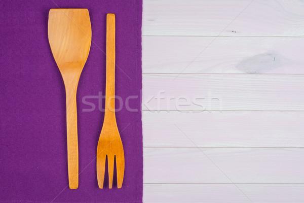 Sprzęt kuchenny fioletowy ręcznik stół kuchenny widok z góry Zdjęcia stock © homydesign