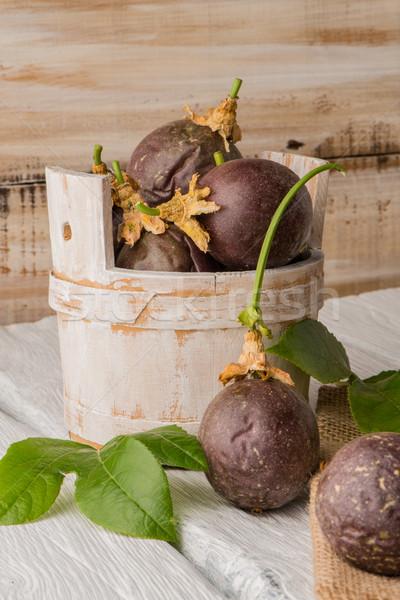 Pasión frutas mesa de madera hojas textura alimentos Foto stock © homydesign
