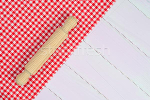 廚具 紅色 毛巾 白 木 廚房的桌子 商業照片 © homydesign
