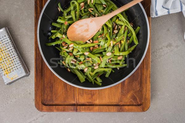 Zöldbab pörkölt mandulák felső kilátás serpenyő Stock fotó © homydesign