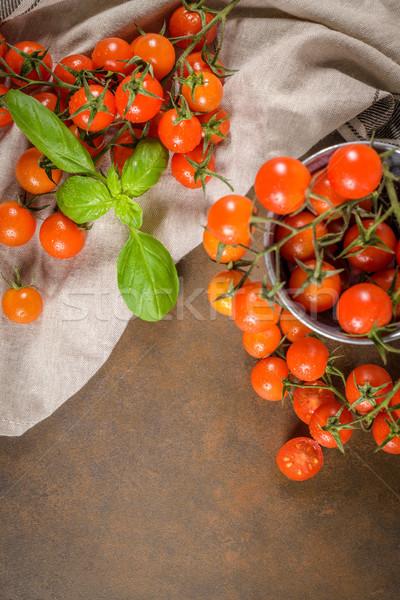 Faible rouge tomates cerises rustique vigne alimentaire Photo stock © homydesign