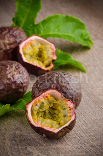 Passion fruits bois alimentaire bois couleur Photo stock © homydesign