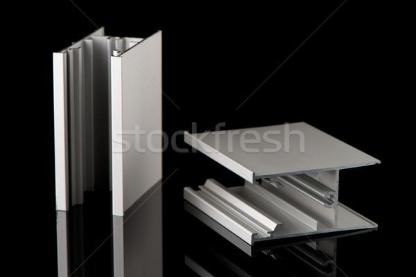 Aluminium profile chantillon isol noir b timent photo stock homydesign 6759269 for Profile aluminium noir