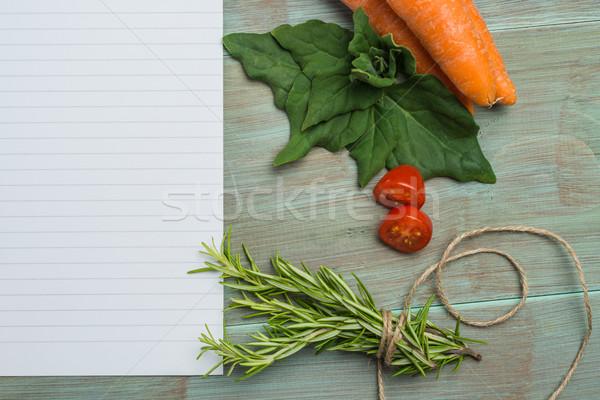 Bianco carta verdura fresche colorato tavolo da cucina Foto d'archivio © homydesign
