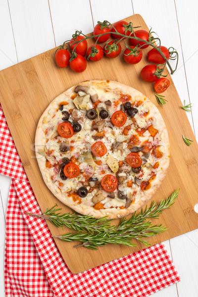 пиццы бекон оливками томатный деревянный стол продовольствие Сток-фото © homydesign