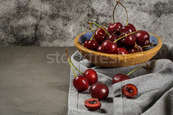Kırmızı taze kiraz çanaklar tablo Stok fotoğraf © homydesign