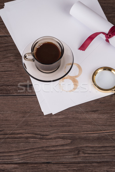 Kahve fincanı kâğıt dedektif şapka eski ahşap masa Stok fotoğraf © homydesign