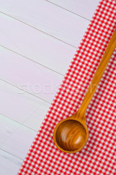台所用品 赤 タオル 白 木製 台所用テーブル ストックフォト © homydesign
