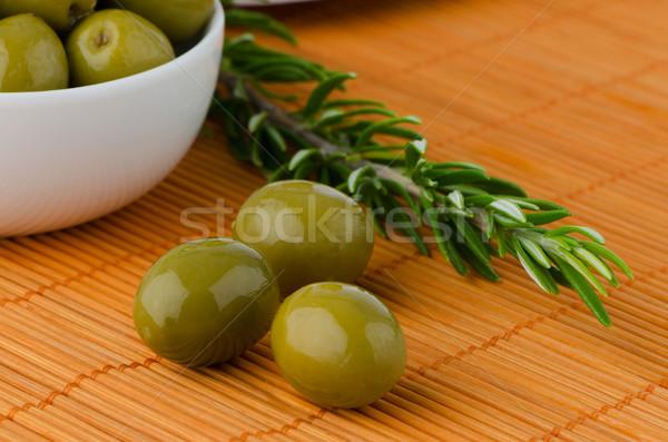 Zöld olajbogyók fehér kerámia tál olaj Stock fotó © homydesign