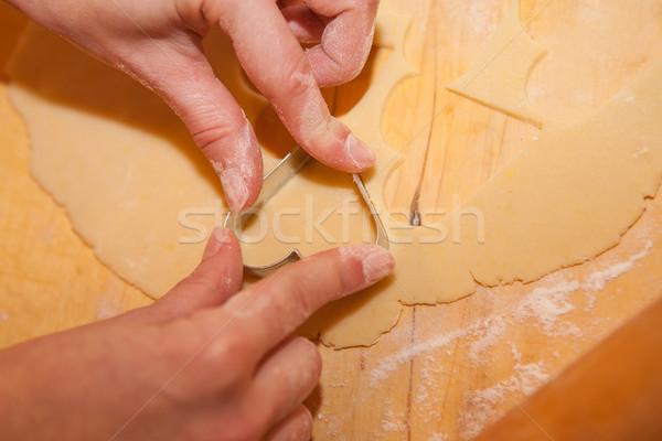 Coeurs coeur forme cookies mains Photo stock © hraska