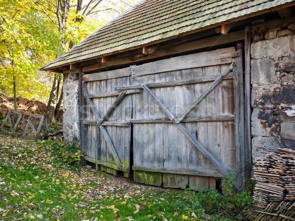 Rustik ahır kapı ahşap kapı eski Stok fotoğraf © hraska