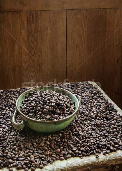 Grains de café argile bol plein fraîches Photo stock © hraska
