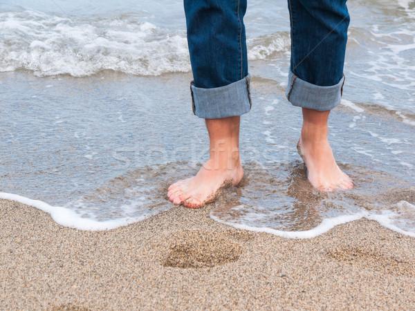 Közelkép férfi séta hullámok homok tengerpart Stock fotó © hraska