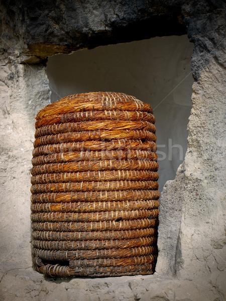 Słomy ul Pszczoła ul kamień okno Zdjęcia stock © hraska
