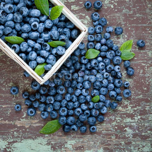 Bleuets panier juteuse bois alimentaire Photo stock © hraska