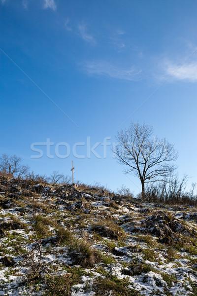 Kereszt domboldal keresztény felső hegy kék ég Stock fotó © hraska