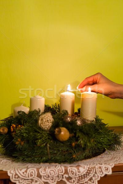 Avvento ghirlanda brucia candela donna mano Foto d'archivio © hraska