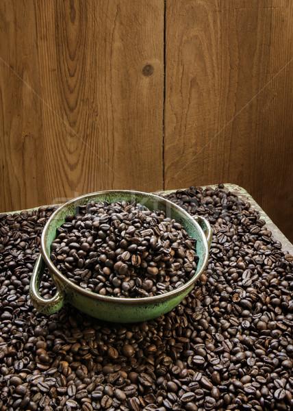 Ciotola completo caffè fresche chicchi di caffè Foto d'archivio © hraska