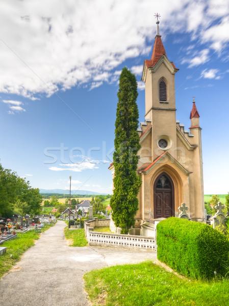 Begraafplaats pad oude kerkhof veel en Stockfoto © hraska