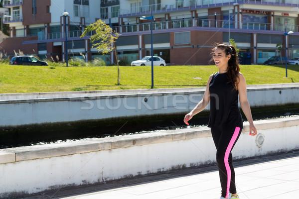 Fitness piękna młoda kobieta wykonywania parku Zdjęcia stock © hsfelix