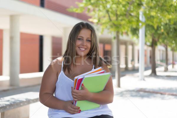 Groot student mooie vrouw universiteit campus Stockfoto © hsfelix