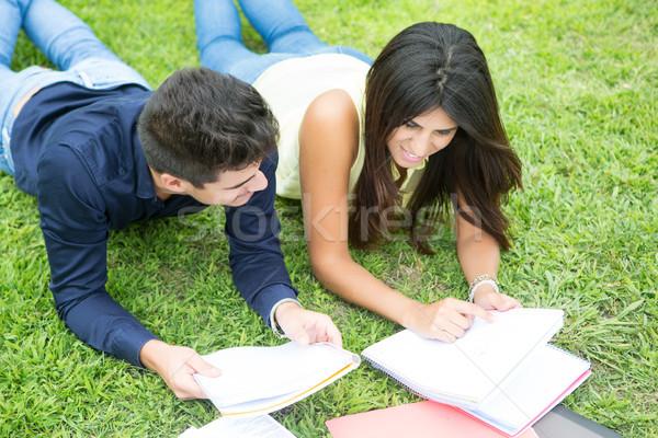 Paar studenten gelukkig universiteit campus boek Stockfoto © hsfelix