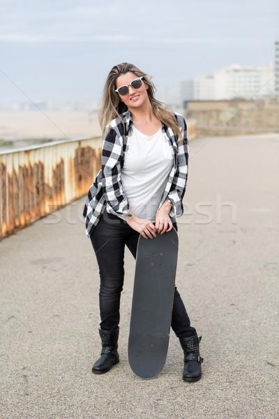 Stock fotó: Gyönyörű · gördeszkás · divat · életstílus · fiatal · nő · gördeszka