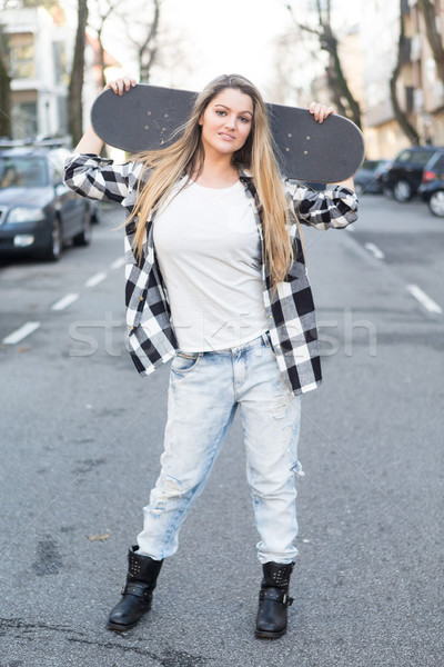 Güzel kaykaycı moda yaşam tarzı genç kadın kaykay Stok fotoğraf © hsfelix
