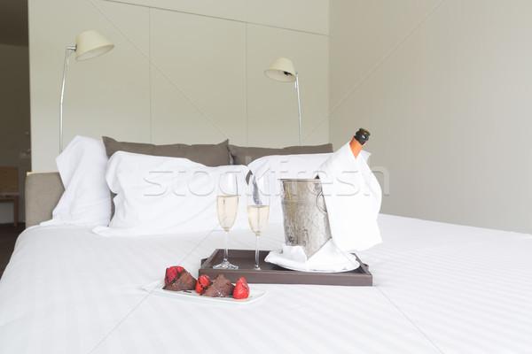 Huwelijksreis hotelkamer shot liefde wijn hotel Stockfoto © hsfelix