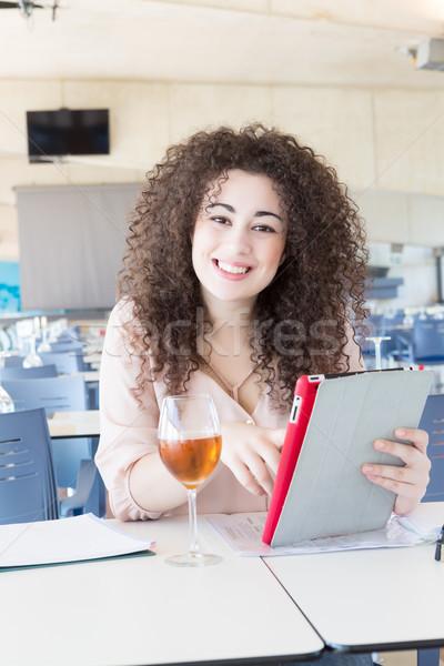 Student fericit examene pur si simplu relaxare bar Imagine de stoc © hsfelix