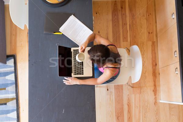 Burada genç kadın çalışma ev sabah ev Stok fotoğraf © hsfelix