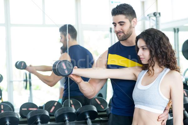 Vrouw gymnasium mooie jonge vrouw helpen Stockfoto © hsfelix