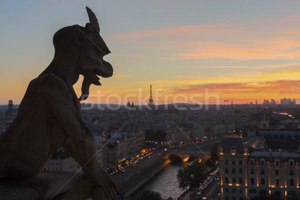 Stock fotó: Hölgy · néz · naplemente · Párizs · égbolt · templom